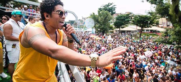 Denny Denan arrasta uma multidão em lançamento de sua carreira solo