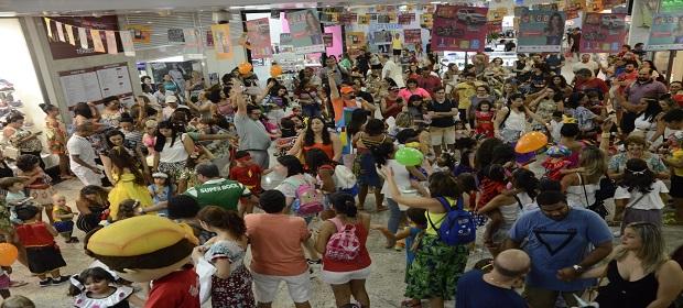 Shopping Itaigara promove último Bailinho de Carnaval gratuito.