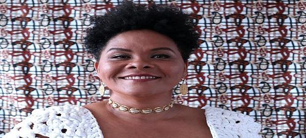 Márcia Short faz live beneficente em celebração à cultura negra.
