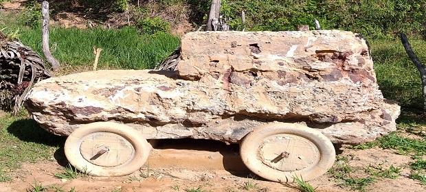 Jipe de Pedra deslumbra visitantes no Ateliê Museu Ed Ribeiro.
