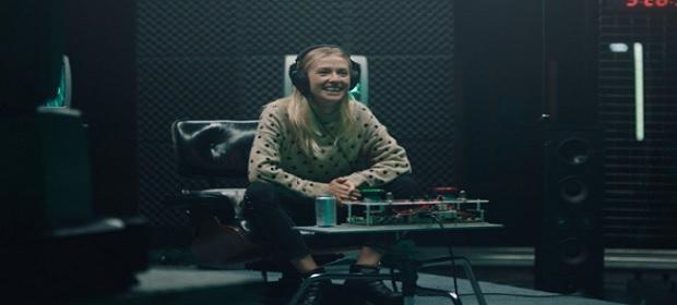 DJs recriam músicas na frequência 73 Hz.