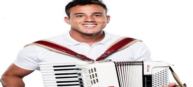 Tico estreia seus ensaios de verão na Vila dos Namorados.