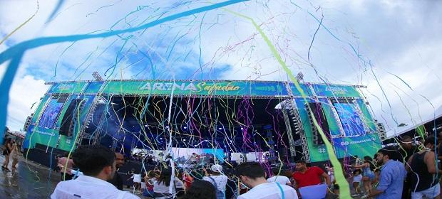 Arena Safadão: Gabriel Diniz subiu ao palco cheio de energia.