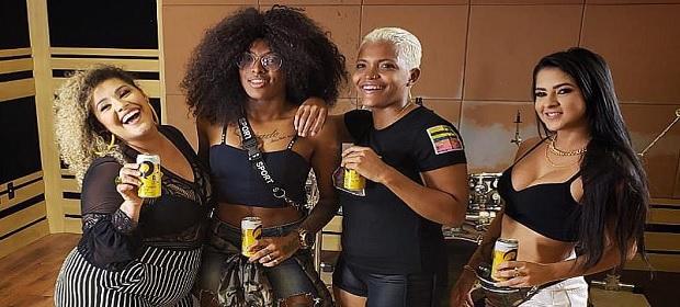 Skol reúne mulheres do Pagodão em novo clipe de 'Desce Redondo'.