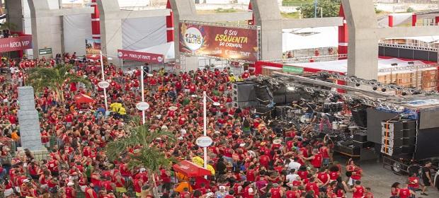 Pranchões voltam a aproximar artistas e foliões no Carnavalito 2020.