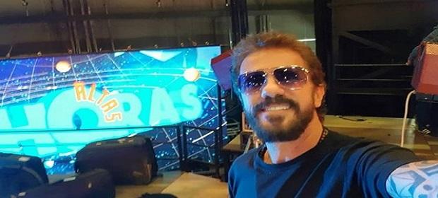 Tuca Fernandes grava programa Altas Horas.