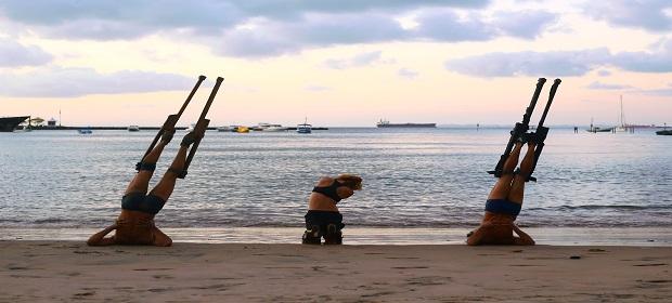 Espetáculo de dança contemporânea movimenta praias de Salvador.