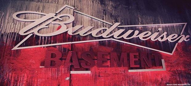 Budweiser traz a autêntica experiência da Bud Basement.