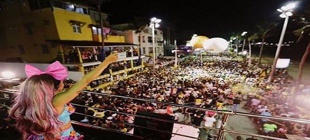 Anitta confirma trio sem cordas no carnaval de Salvador 2019.