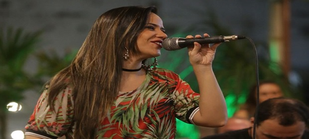Clara Vieira e Mej Comigo animam o 'Sábado Top'.