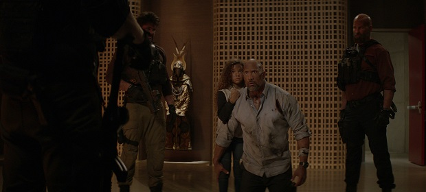 Dwayne Johnson enfrenta tudo e todos para salvar família.