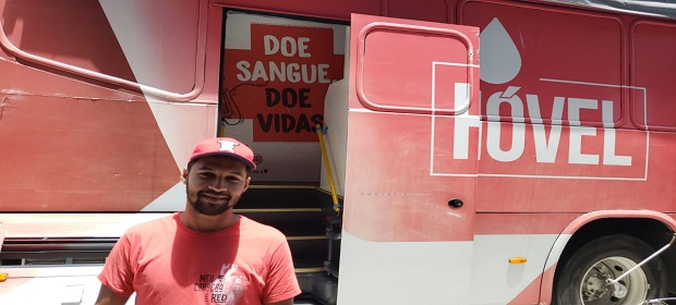 Red Burger promove parceria com o Hemoba.