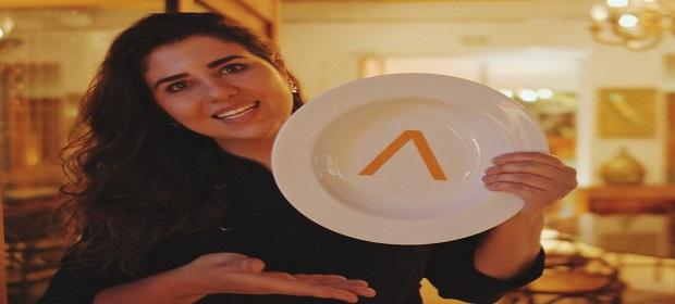 Monique Gabiatti marcou presença no lançamento do novo menu do Pereira
