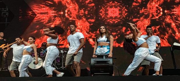 #FV2018: Anitta se apresenta no palco do Festival de Verão.