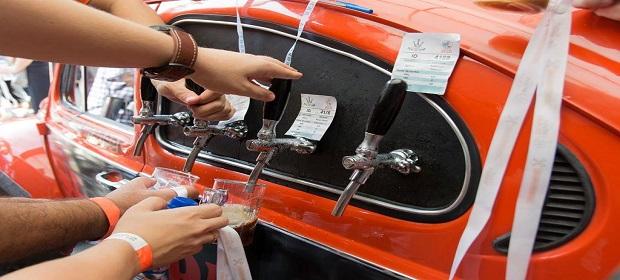 21 estilos e 700 litros de chopp artesanal em festival open bar.