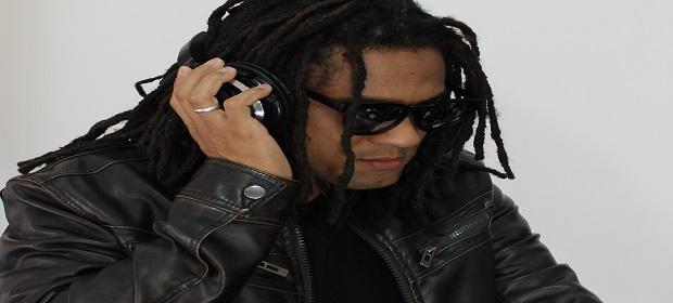 Leo Pinheiro DJ se prepara para turnê internacional em abril.