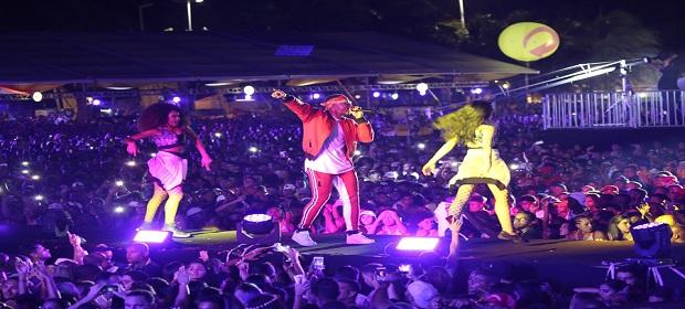 Salvador Fest: Léo Santana subiu ao palco e levou público ao delírio.