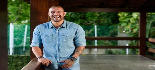 Diogo Nogueira apresenta show com grandes sucessos.