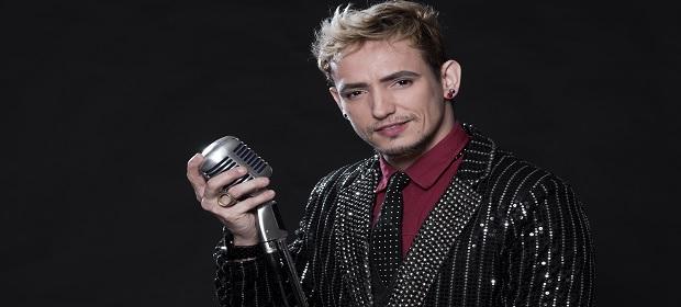 Ricky Vallen canta grandes sucessos no Teatro Cidade do Saber.