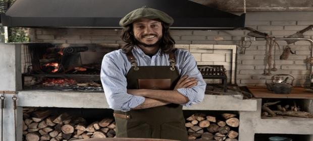 Mestres parrilleros desvendam o universo do churrasco argentino.