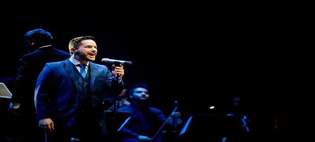 Pedro Mariano apresenta show em Salvador.