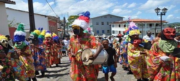 Manifestações culturais centenárias ganham adaptações de segurança.