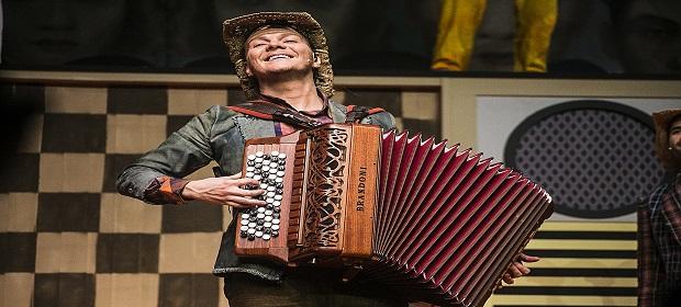 Michel Teló apresenta musical em Salvador.