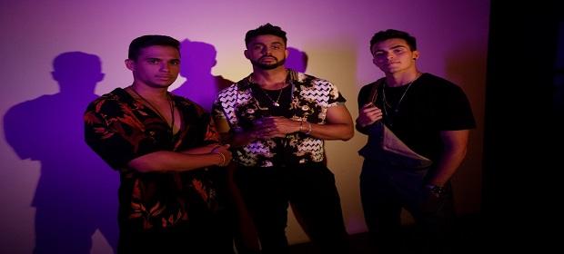Lincoln, Guga Meyra e Pedro Chamusca comemoram sucesso de música.