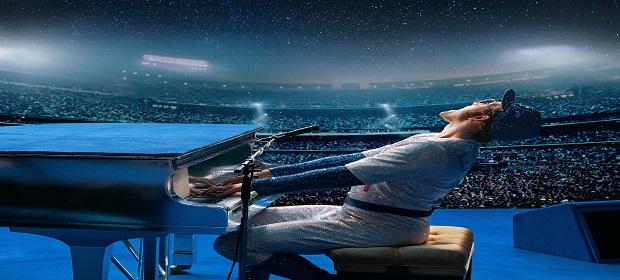 Bastidores de 'Rocketman' mostra Taron Egerton cantando 'Tiny Dancer'.