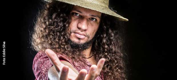 RAPadura Xique-Chico no palco do Barra 33