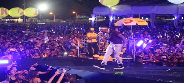 Salvador Fest: Nego do Borel subiu ao palco cheio de irreverência.
