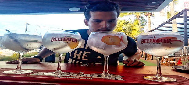 Coffeetown invites recebe bartender Alê Barberino em noite especial.