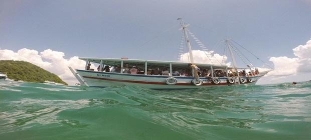 Escuna Sound System promove experiência dançante em alto mar.