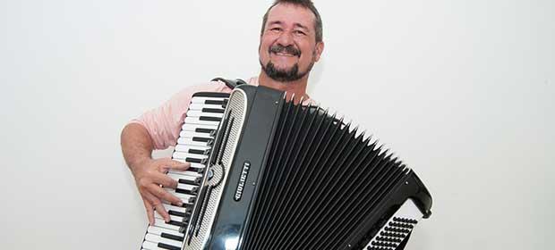 Eugênio Cerqueira com o show: E Tome Forró